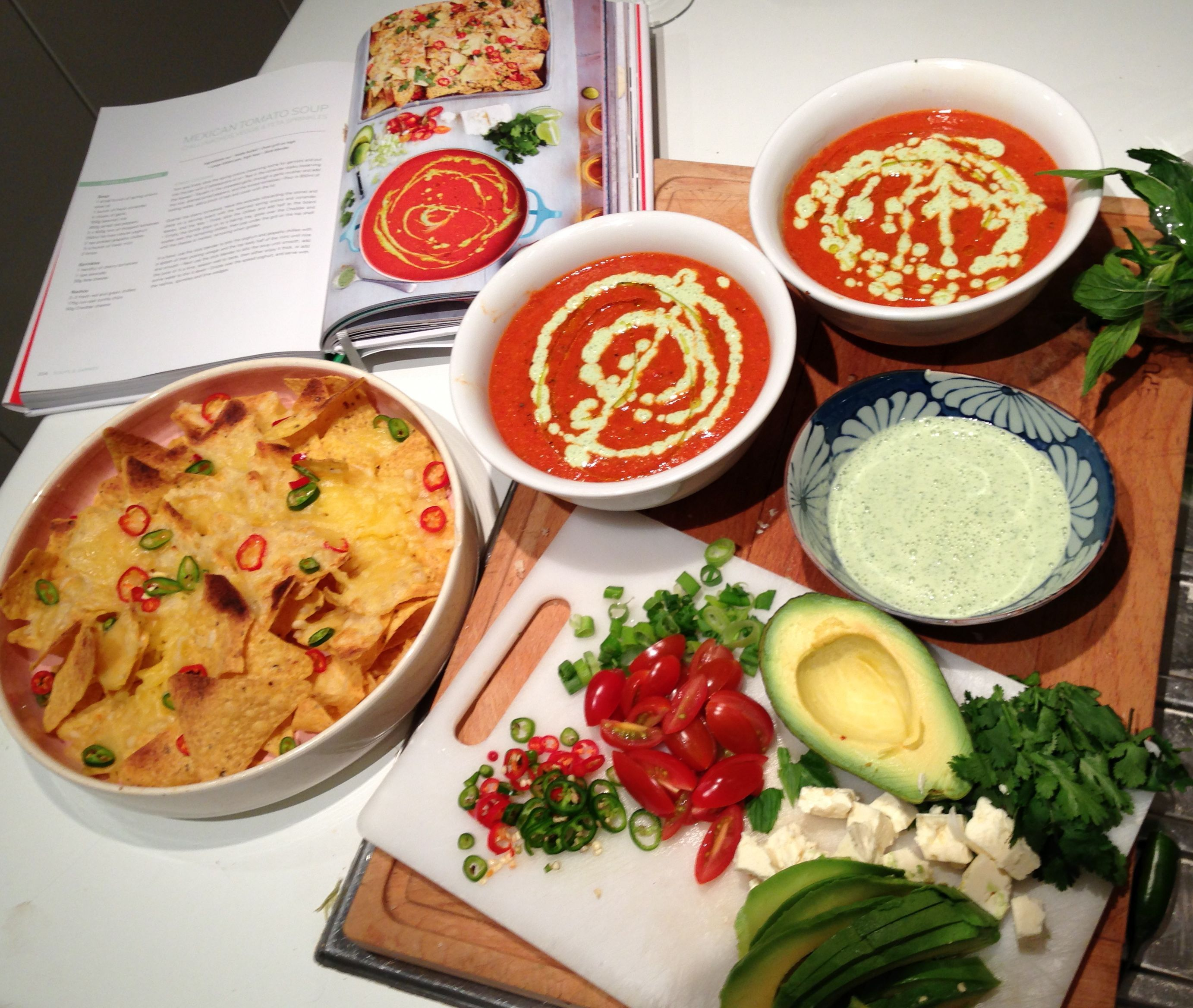 Jamie Oliver 15 Min Küche Jamie Oliver S 15 Minute Meals Mexican Tomato Soup With Cheesy