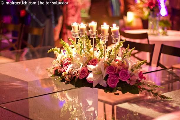 Arranjo mesa família com velas