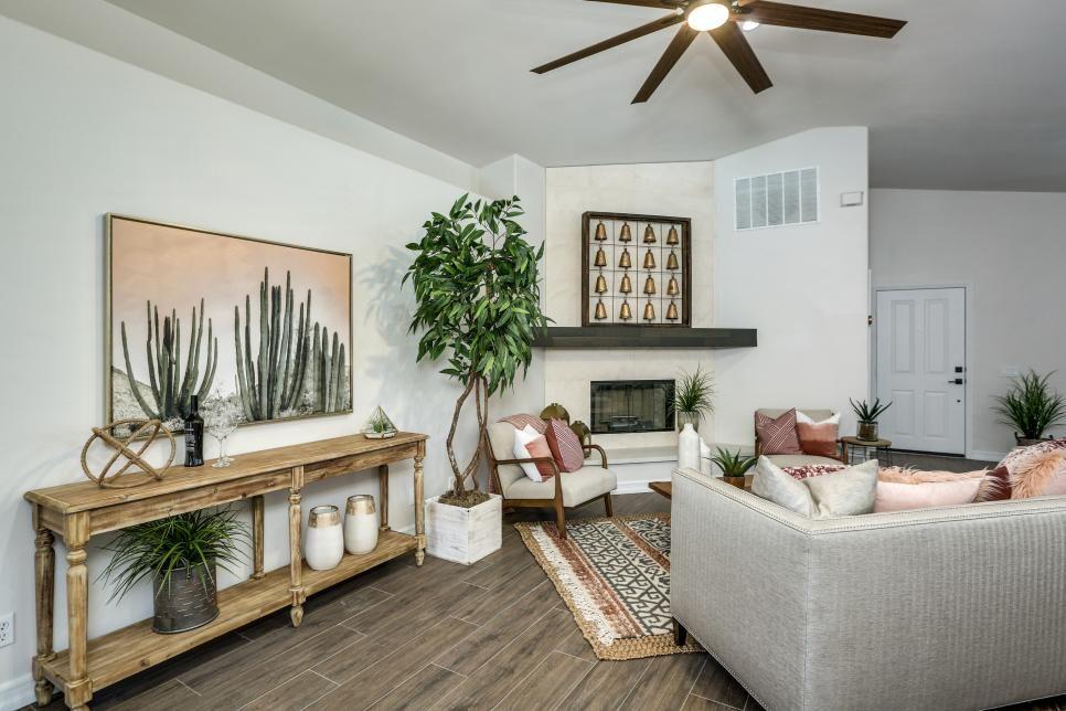 25 Hgtv Living Room Makeovers I Like The Bells Hgtv Living Room Living Room Remodel Best Living Room Design