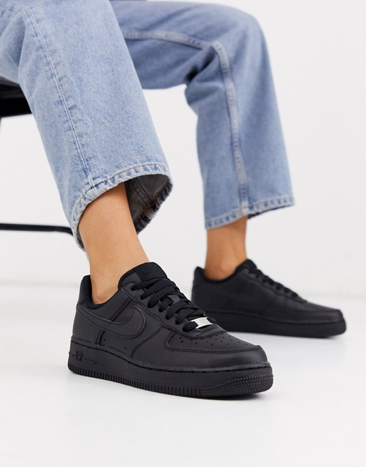 Nike Air Force 1'07 trainers in black