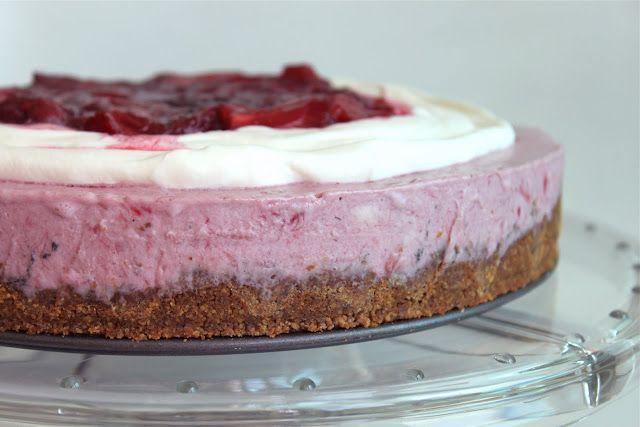 Rhubard strawberry icebox pie