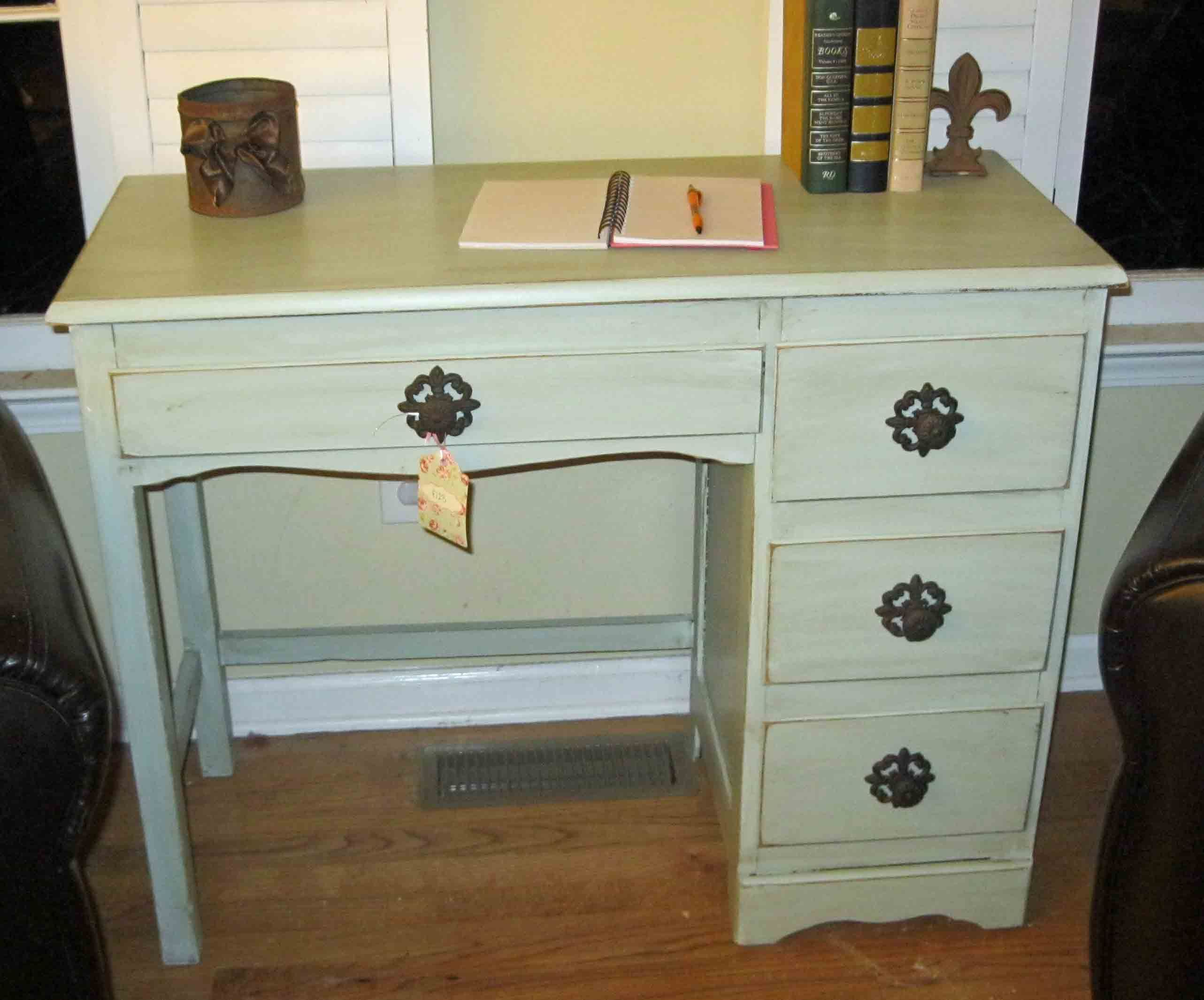 """small desks for small spaces   Responses to """"rethunk junk small ..."""