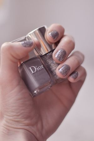 love this color, i think this is how i want my nails on this day!