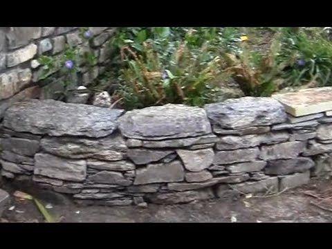 Matalan kuivaladotun (eli muurin ilman laastia) liuskekivimuurin rakentaminen esimerkiksi Oriveden muurilouheella tai muurikivi nevalla on helppoa, koska pohjatöitä ei juri tarvitse tehdä ja muuri kestää hyvin routimista.