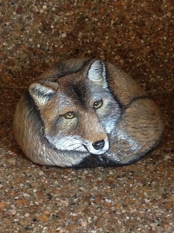 coyote painted on rock diy les cr atifs pinterest cailloux cailloux peints et peinture. Black Bedroom Furniture Sets. Home Design Ideas