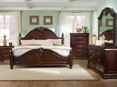 Snuggle up for Holidays in this beautiful Traditional 5 Piece - Poster Bedroom Sets