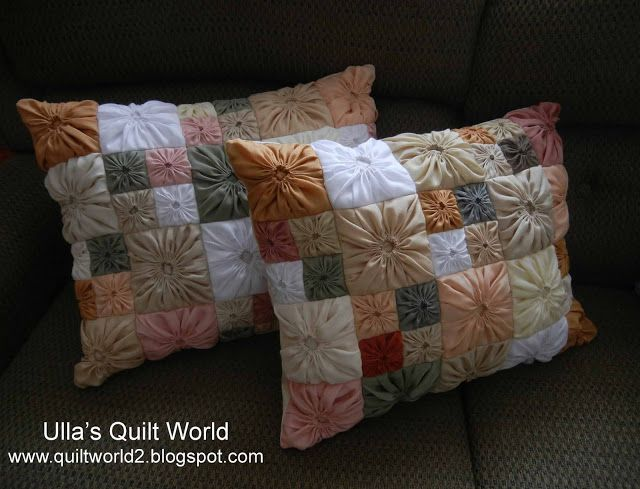 Almofada com fuxico quadrado - modelo......... Ulla's Quilt World: Square Yo-Yo pattern, Quilted Pillowcase