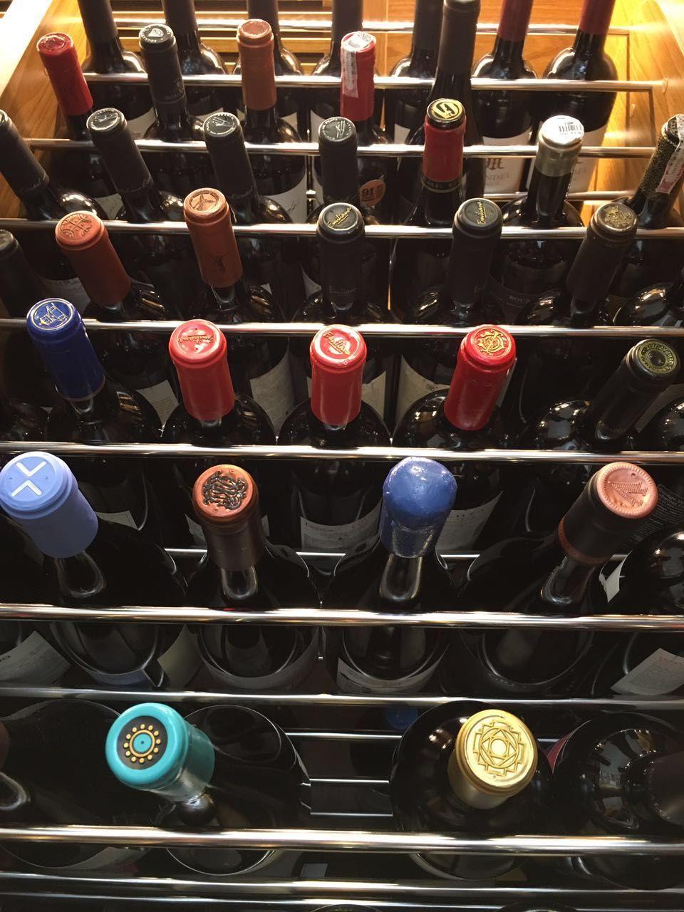 Como montar uma adega em casa – dicas do especialista para quem quer começar do zero. Gosta de vinhos? Imperdível essa matéria!