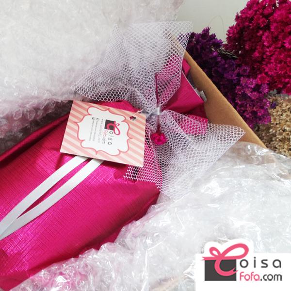 Com cuidado e carinho, mas um presente embrulhado e pronto para seguir seu destino. A CoisaFofa.com é uma loja virtual de presentes fofos. Todas as encomendas são entregues embrulhadas para presente, e, se quiser, com a sua mensagem. Compre Online Presentes na www.coisafofa.com !!!!!!!!!!!! #presente #darpresente #aniversário #niver #amiga #blog #blogueiras