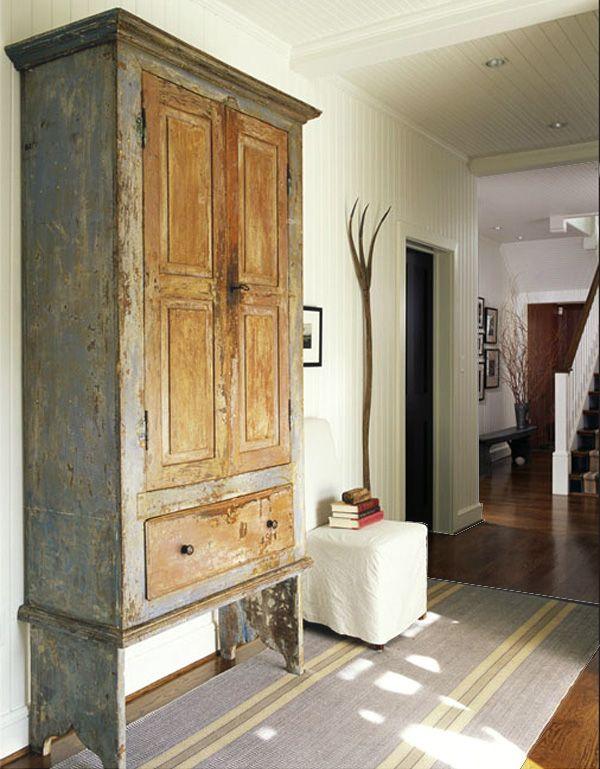 decorar con muebles antiguos-armario   Chimenea   Pinterest