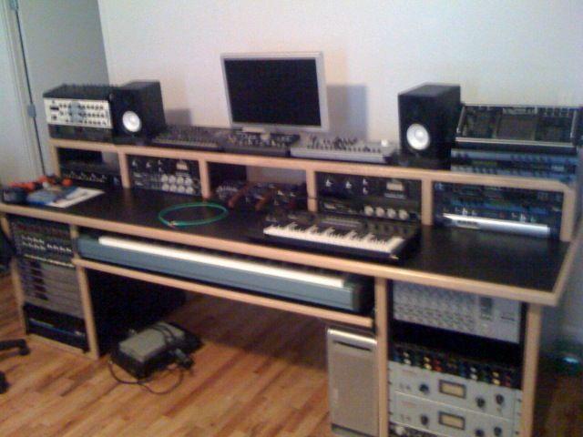 100337d1226596221 Studio Desks Inspiration Photo Jpg 640 480