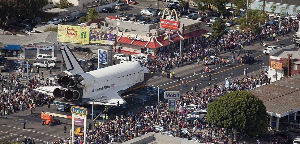 Space Shuttle Endeavour Rolls Through The Streets Of L A Space Travel Space Shuttle Space Flight