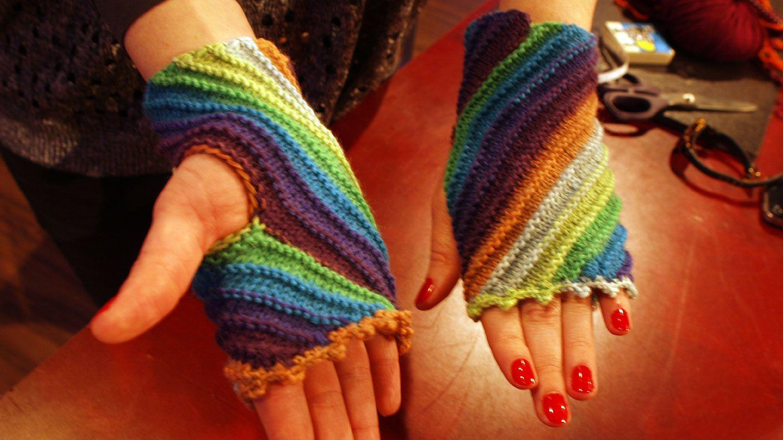 Photo of Tanja Steinbach zeigt Ihnen, wie Sie selbst trendige Stulpen stricken.