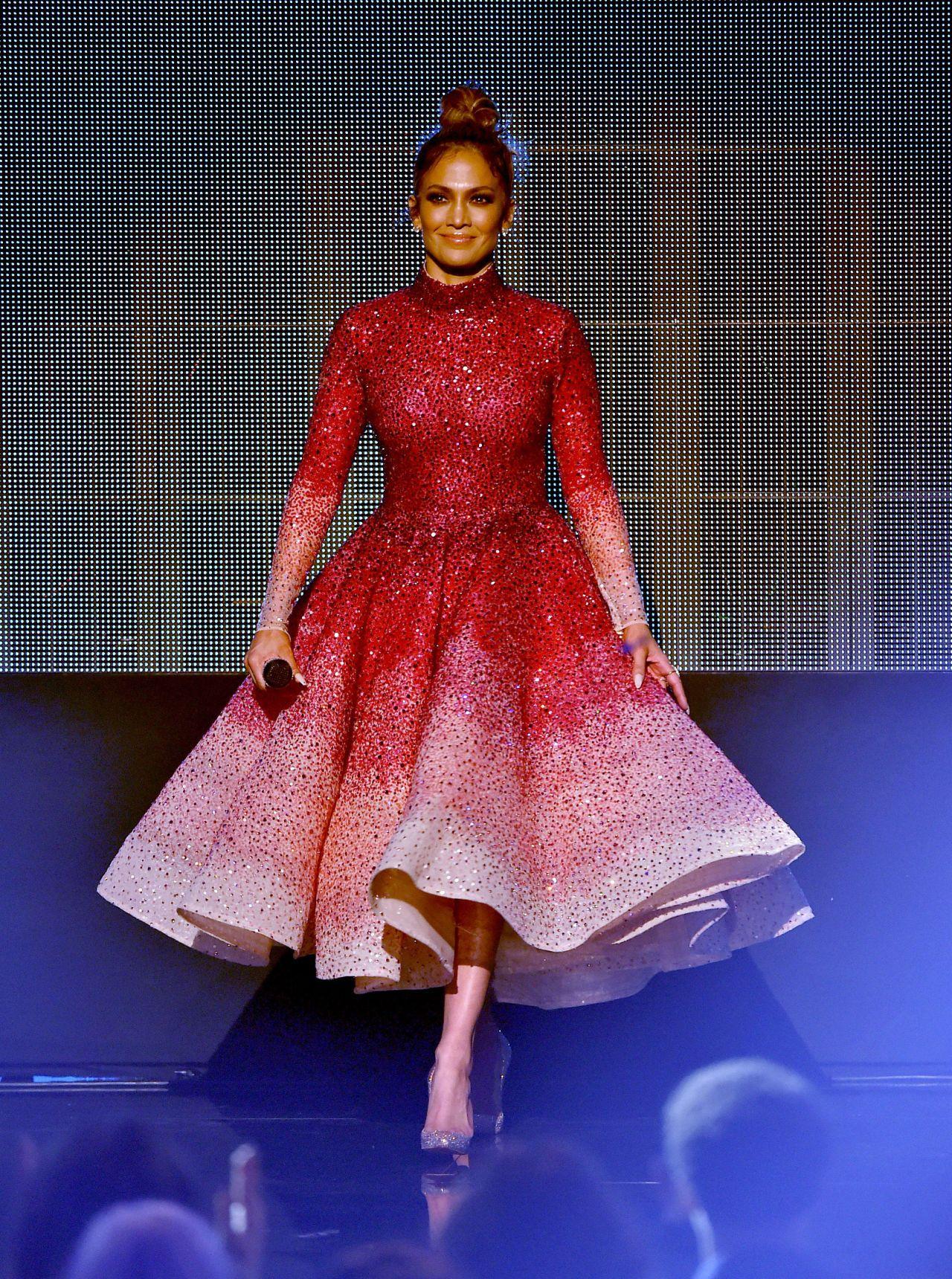 Beautiful like a rose dress / JLo at AMA 2015