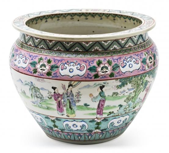 Chinese porcelain jardiniere, first half of the 20th Century  27x36 cm