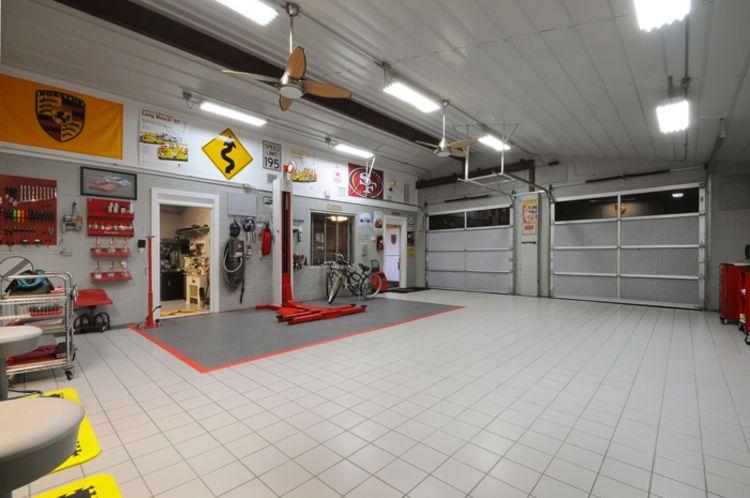 CarPropertycom Car Garage House Close To Formula Race Track - Race track garage flooring