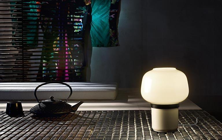 Die Foscarini Doll Tavolo Ist Eine In Vielen Farben Erhältliche  Tischleuchte Mit Einem Runden Sockel Sowie Einem Runden Leuchtenschirm.