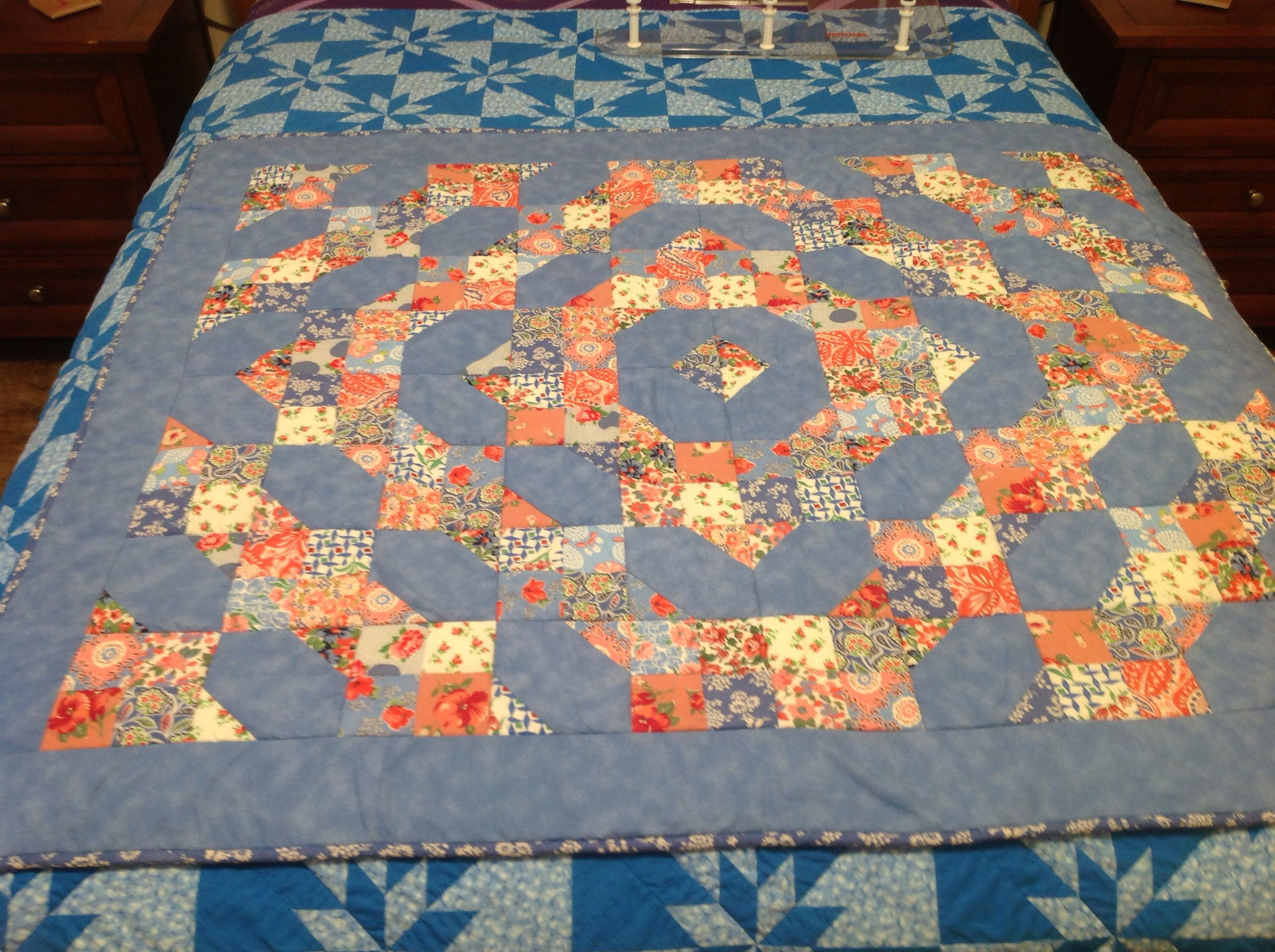 Free pattern called Fresh Tradition. Seen on Quilting Board.