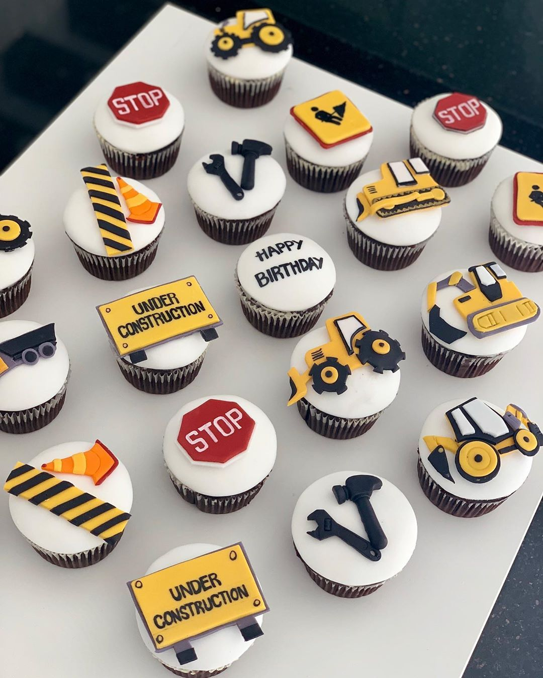 Construction Cupcakes Construction Themed Party Customized Cakes In Abu Dhabi كيك عيد ميلاد لل Construction Cake Construction Birthday Construction Theme