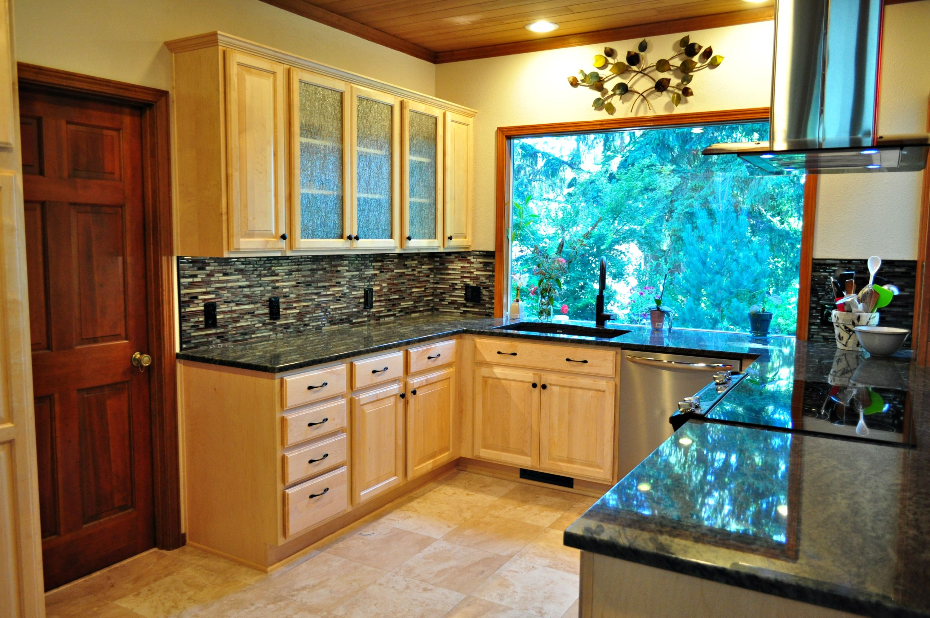 Another stunning kitchen completed! For more about this ...