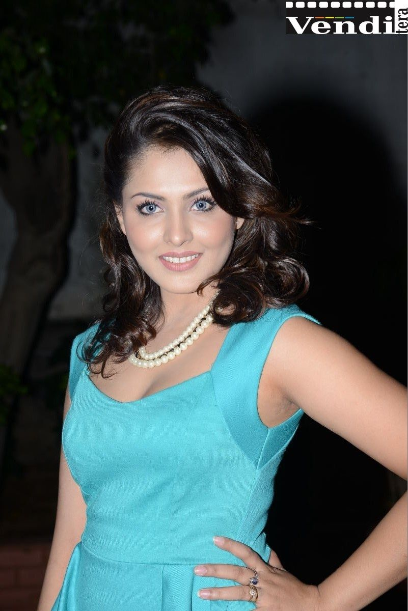 Madhu Shalini Hot Sex Pretty telugu actress madhu shalini spicy thigh show - http://venditera