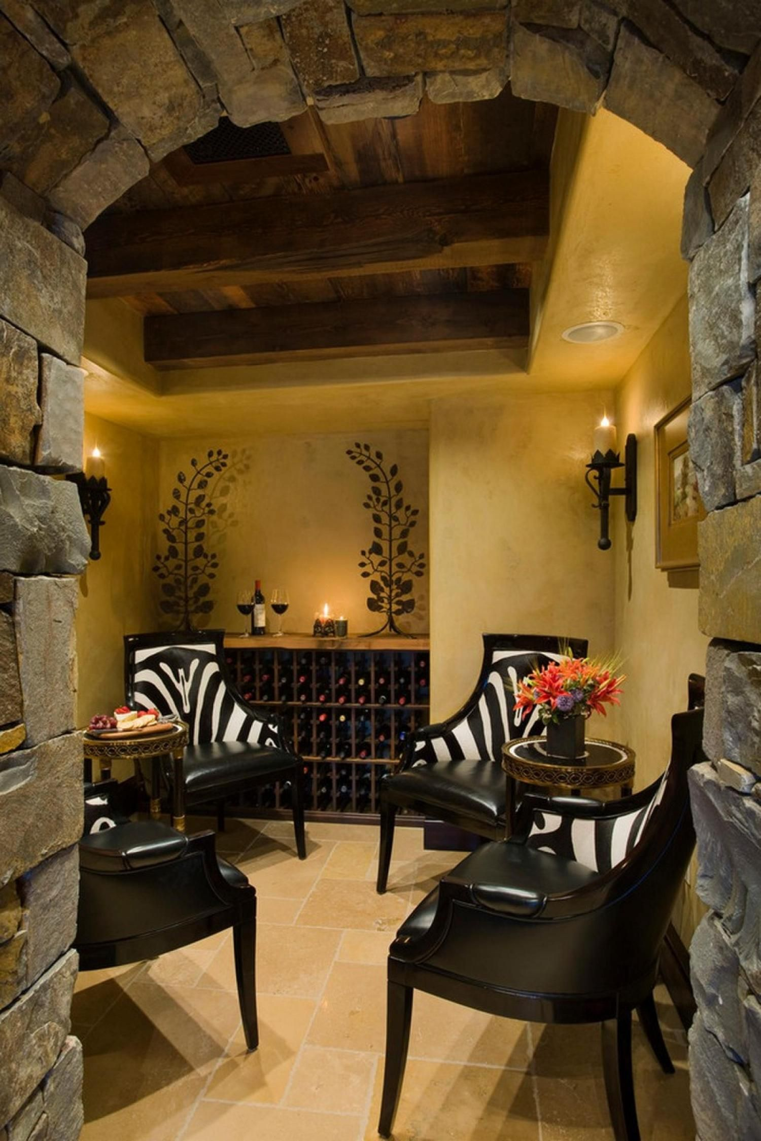 Small Rustic And Charming Cottage Design With Black