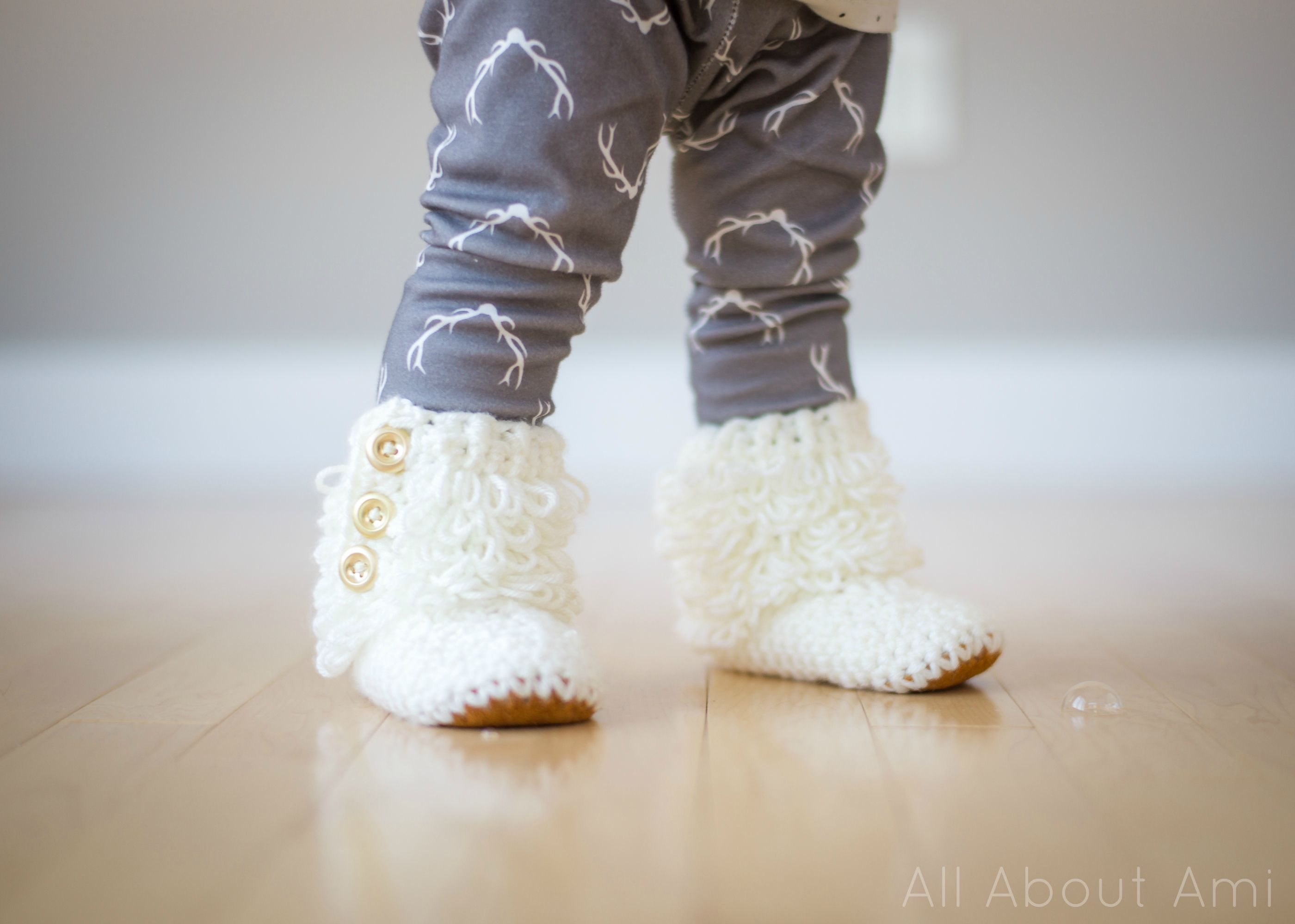 Crochet Toddler Loop Boots with Suede Sole | Trapillo y Puntos