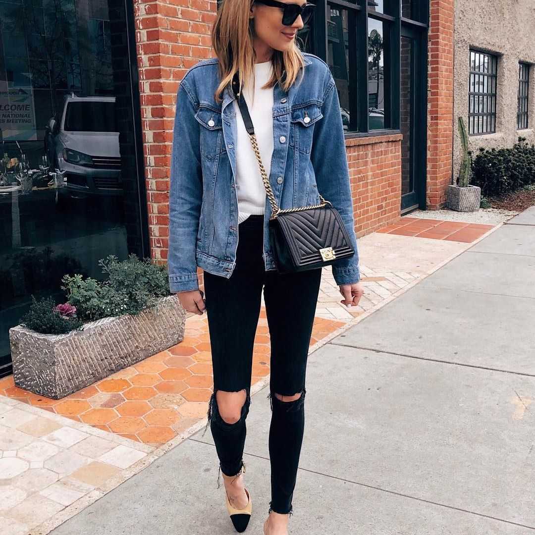 Love This Oversized Denim Jacket And It S Under 100 My Favorite Black Ripped Jeans That I Reviewed On Denim Jacket Women Fashion Jackson Jean Jacket Outfits [ 1080 x 1080 Pixel ]