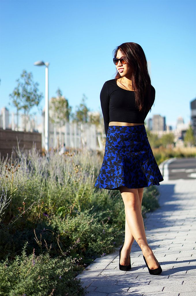 @Express Cropped Top & Floral Jacquard Skirt