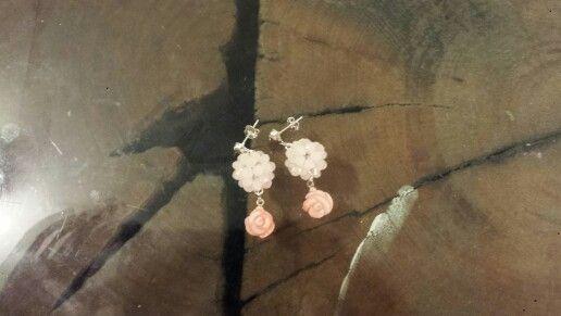Brinco em prata quartzo rosa e rosa de coral