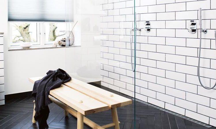 Modèle carrelage salle de bain noir et blanc- 25 décors où respire - joint noir salle de bain