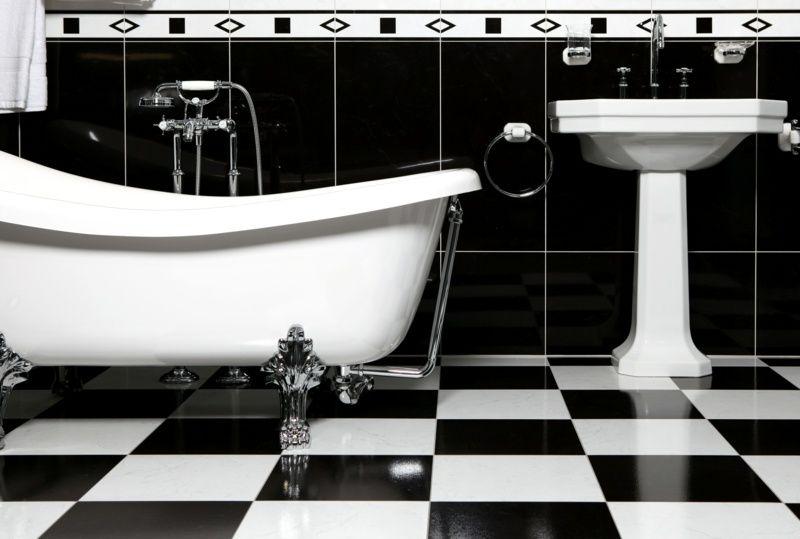 Schwarz Weiße Fliesen schwarz weiße fliesen in einem bad ʜ ˇ ᄐ