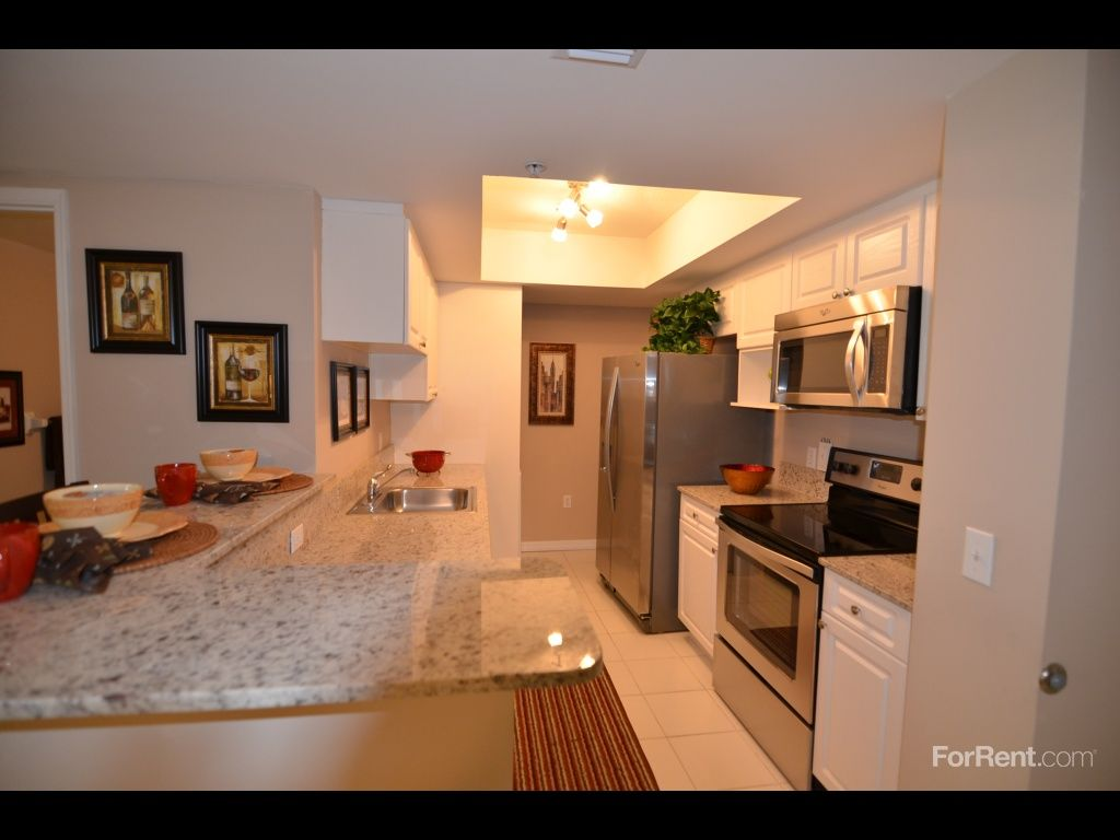 Country Club Towers Apartments For Rent In Miami Lakes Fl Forrent Com Apartments For Rent Florida Apartments Apartment