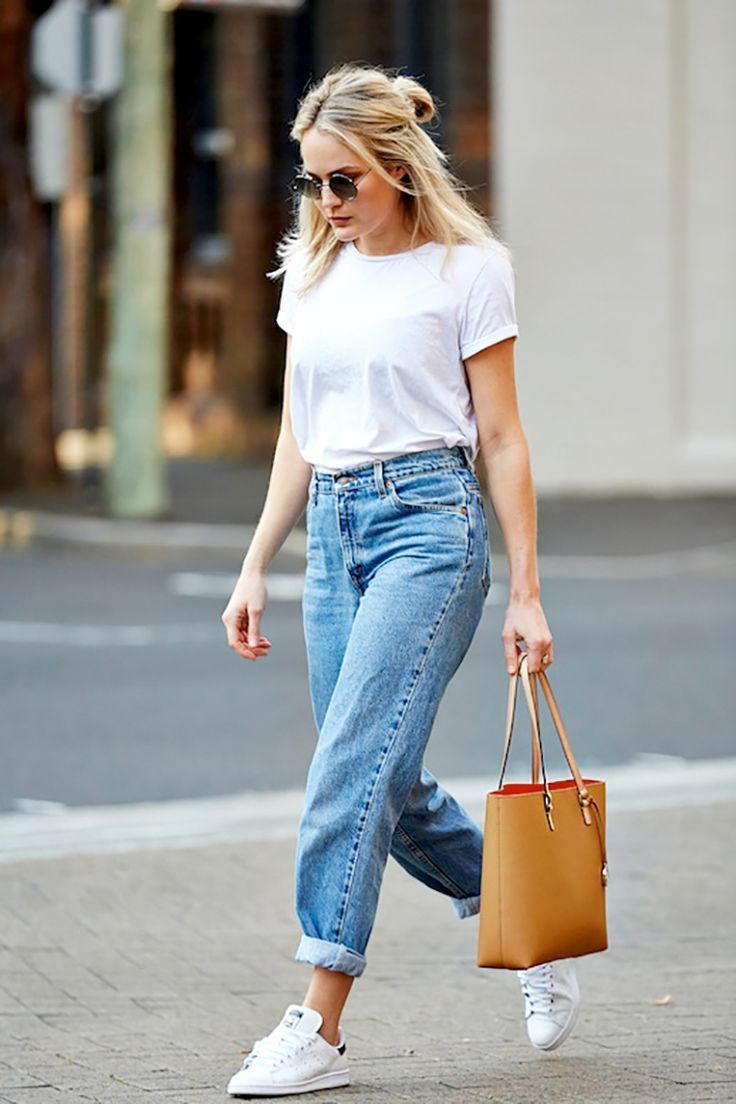 White t-shirt+boyfriend jeans+white sneakers+brown tote bag. Summer outfit 2016