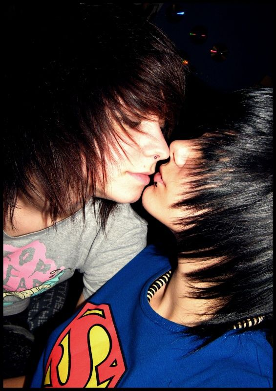 Pictures of emoboys and girls kissing — pic 7