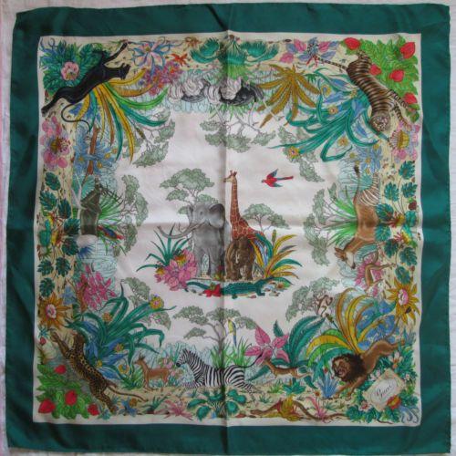 01729cad6e7 Superbe-Foulard-GUCCI-100-soie-TBEG-vintage-scarf   Scarves
