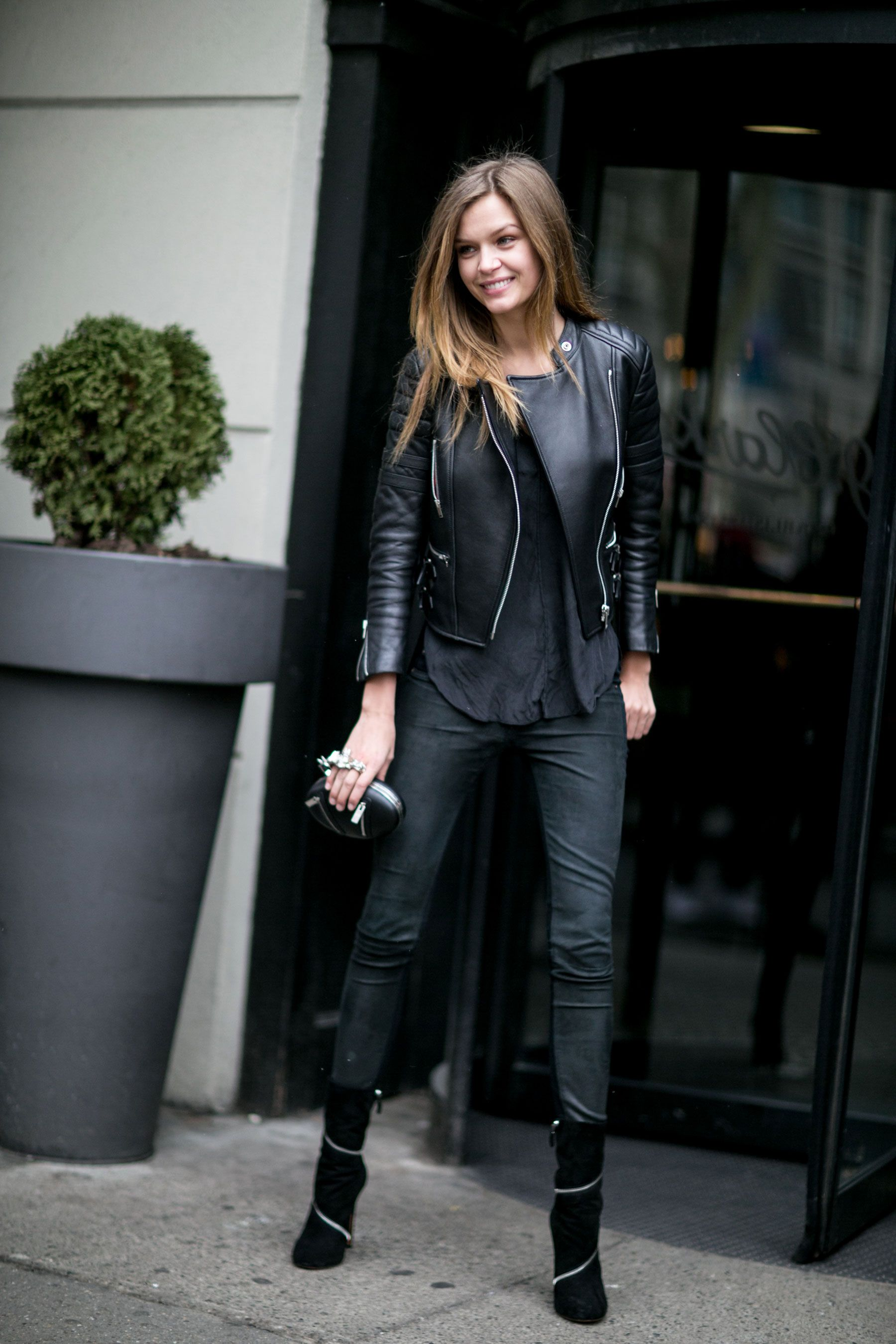 79 Incredible Model Off Duty Street Style Outfits From New York Fashion Week Cropped Leather