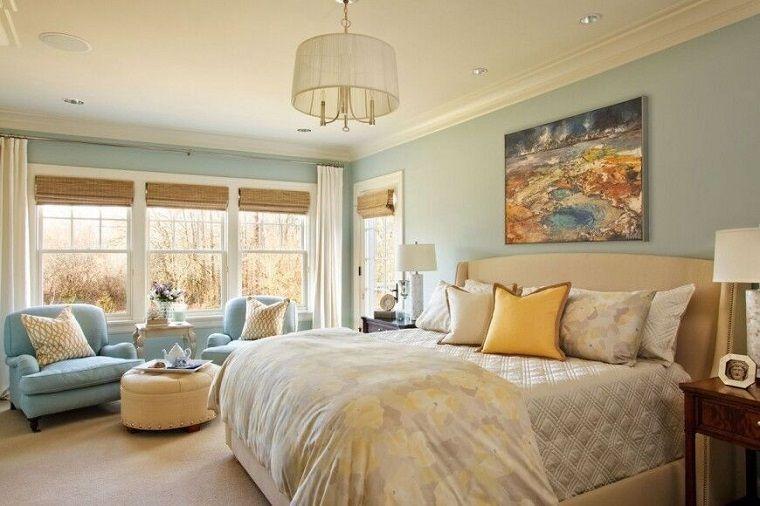 dormitorio matrimonial moderno con sillones azules