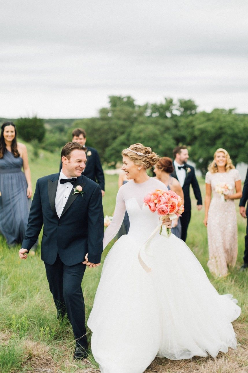 Bright Cheery Hill Country Wedding From Mayhar Design Hill Country Wedding Country Wedding Wedding