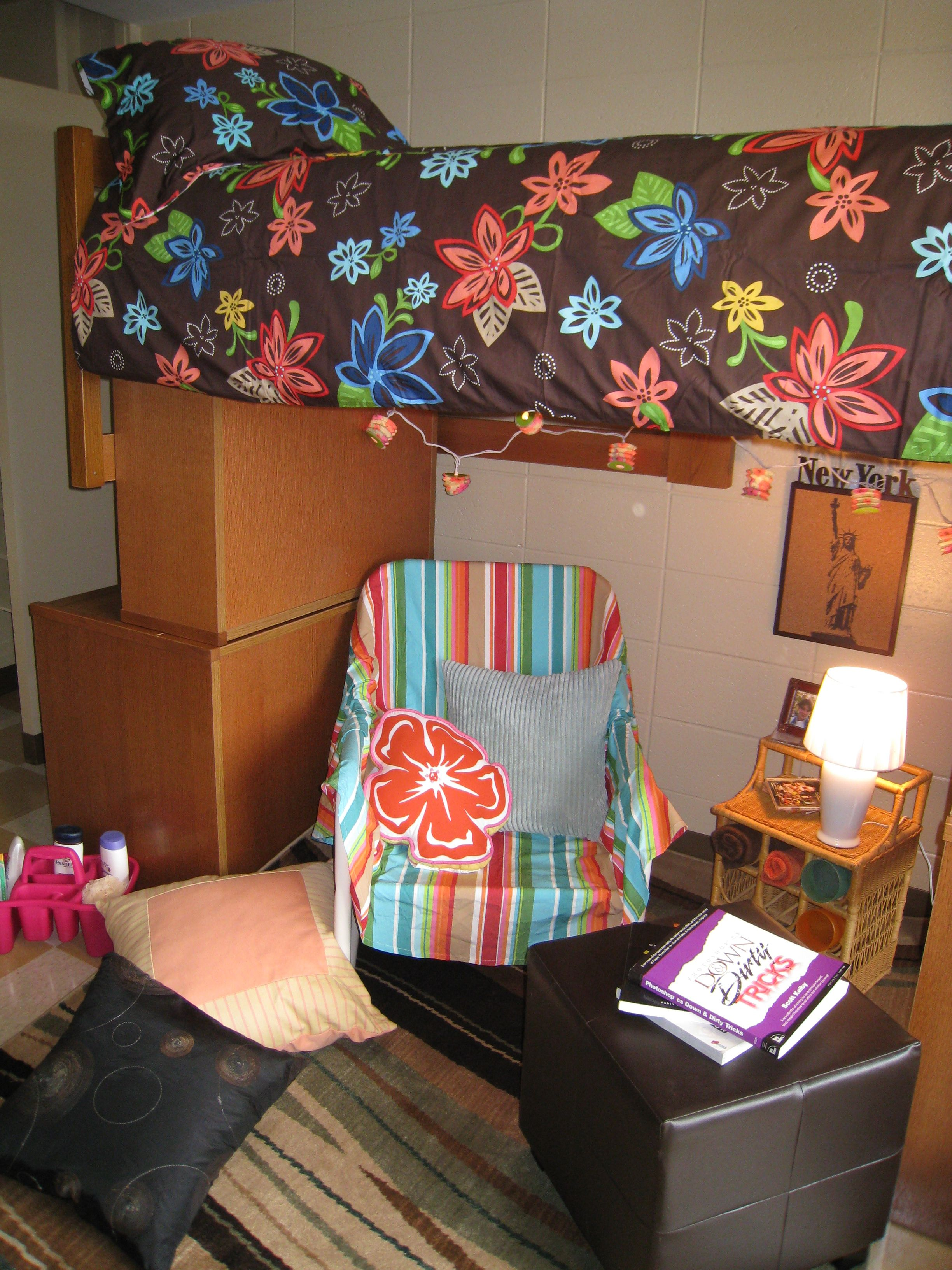 Dorm Room Furniture: Great Dorm Room Using The Same Furniture That We Have At
