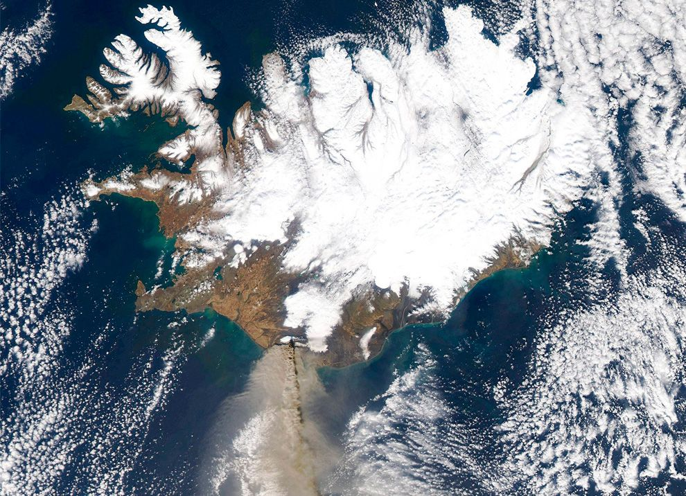 Erupting volcano seen from above. More from Eyjafjallajokull - The Big Picture - Boston.com