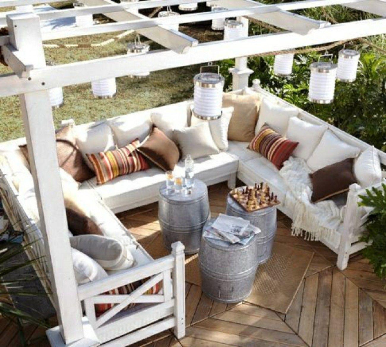 klasse pergola zum selber bauen mit gemütlicher lounge sitzecke im