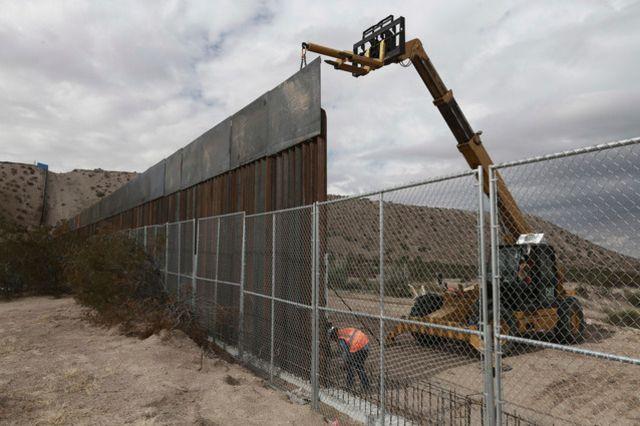 C\u0027est surtout un grillage qui sépare la frontière entre le Mexique