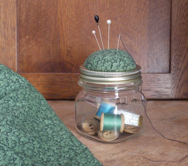 Ten Easy Ways to Turn a Canning Jar Into a Christmas Present