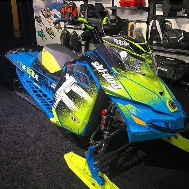 I Just D From A Beautiful Wrap Suprising Me On This 2017 Skidoo Freeride Take Along Look At It Its Beutiful