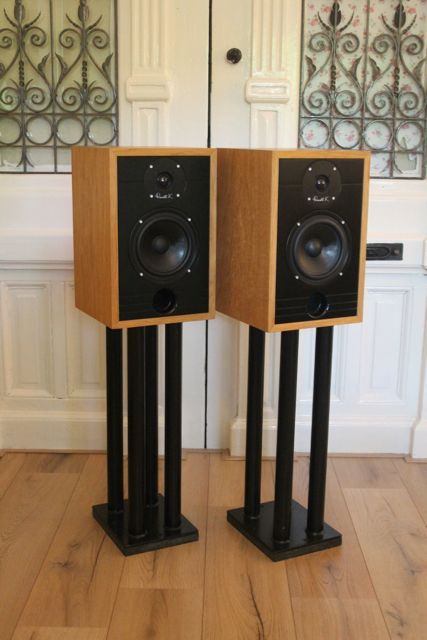 Russell K Red 100 Bookshelf Speakers High End Audio Loudspeaker Monitor The