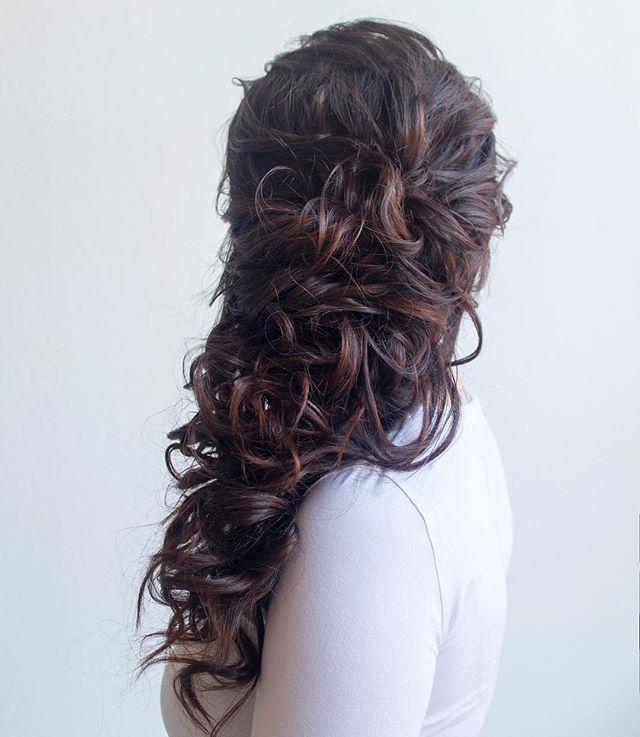 Sometimes brunettes have the prettiest dimension. #hairandmakeupbysteph
