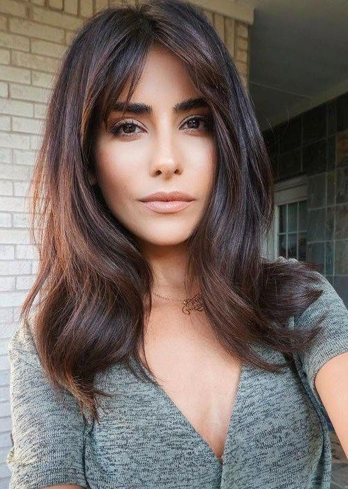 Best Hairstyle For Oval Face Small Forehead Face Forehead Fringehairstyles Hairstyle Ov Oval Face Hairstyles Long Hair Styles Mid Length Hair With Layers