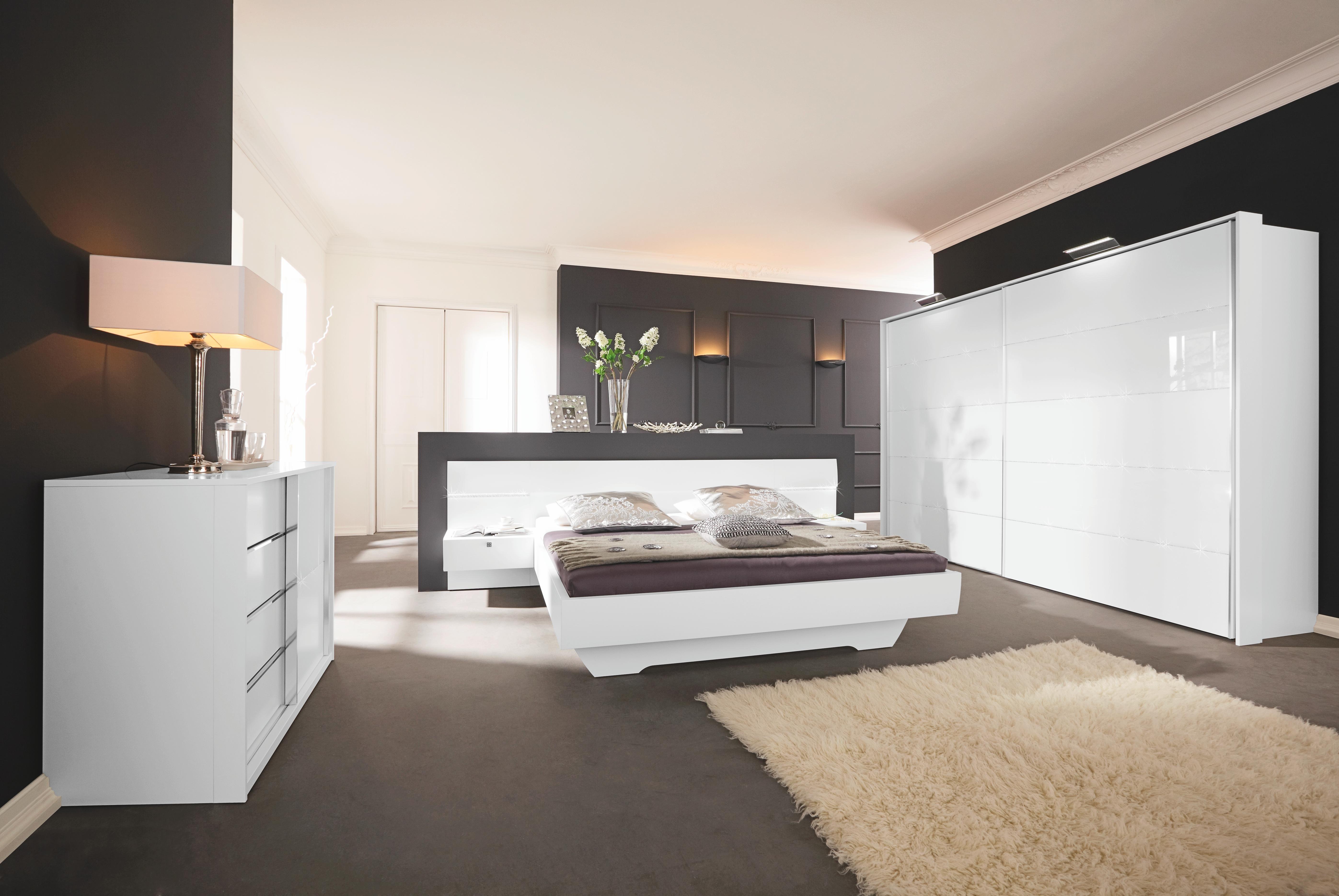 Modernes Bett für süße Träume. Gestalten Sie Ihr