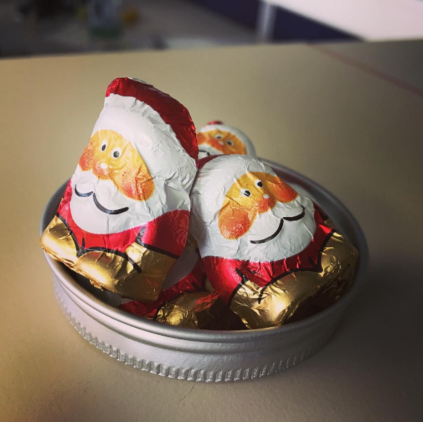 We are already feeling the christmas spirit 🎄🎅🏻🍫 What's your favourite kind of christmas candy? 🍭 #mahlzeitkrones